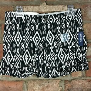 $5 bundled!  Old Navy Ikat print shorts